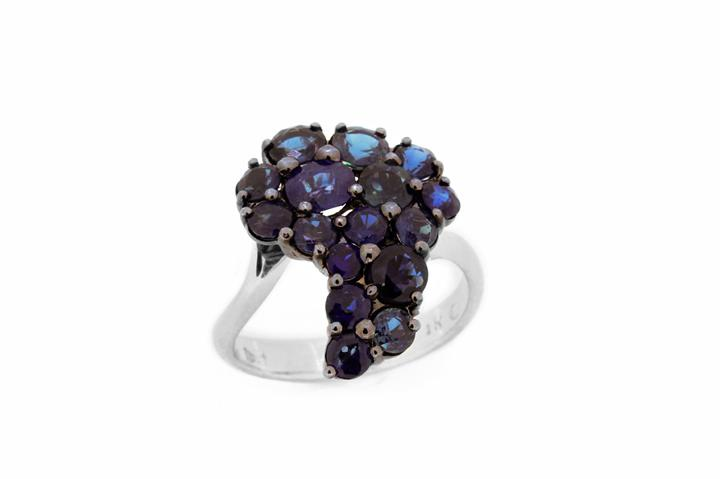 Blue Sapphire Africa cluster ring 18ct White gold